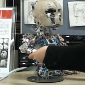 """""""Affetto"""" le bébé robot"""